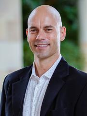 Dr Axel Wieneke