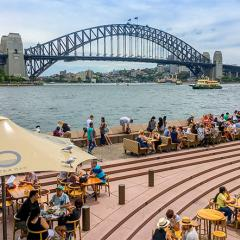 busy Sydney Harbour restaurants